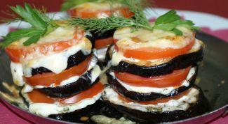 Как приготовить баклажаны на сковороде с помидорами и чесноком