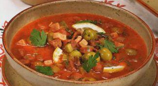Как приготовить простой суп-солянку с сосисками