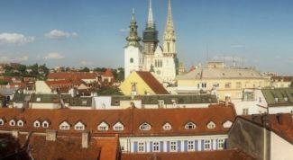 Хорватия. Загреб. Обязательная к посещению достопримечательность — кафедральный Собор Девы Марии.