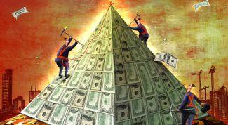 Почему россияне несли последние деньги в финансовые пирамиды
