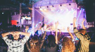 Концерт «The Cure», MacBook Pro или полет на истребителе – на что стоит тратить деньги и как на этом зарабатывать?