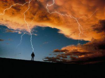 Первая помощь при ударе молнии
