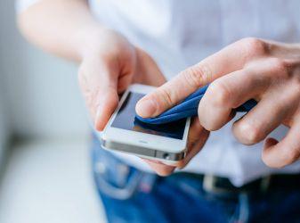 Как почистить телефон от загрязнений