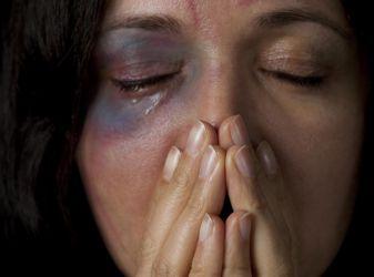 Бьет — значит, любит: стоит ли терпеть домашнее насилие