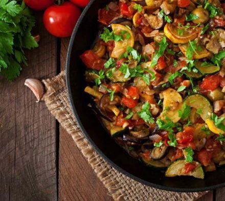 Как приготовить овощной рататуй на сковороде