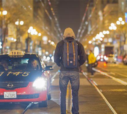 Зачем нужен светоотражающий жилет в машине