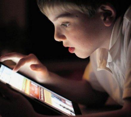Что делать, если ребенок смотрит видео для взрослых