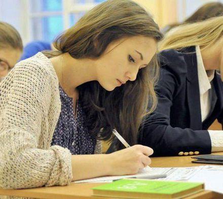 Как написать комментарий для сочинения ЕГЭ по русскому языку к тексту Д.С. Лихачева «Что объединяет людей?»