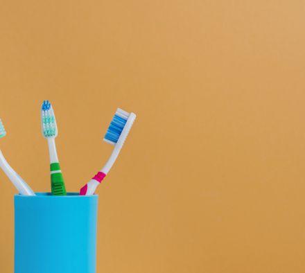 Как выбрать зубную щетку для чувствительных десен