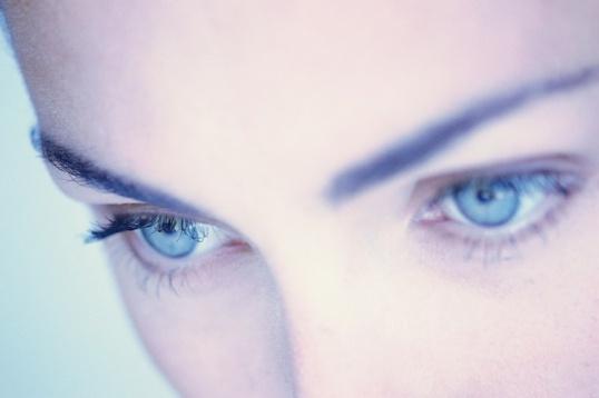 Как вставлять контактные линзы