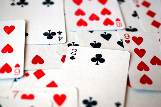 Как играть самому в карты