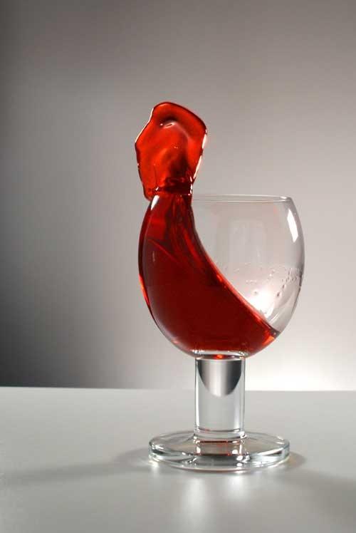 Особым упорством отличаются пятна от красного вина