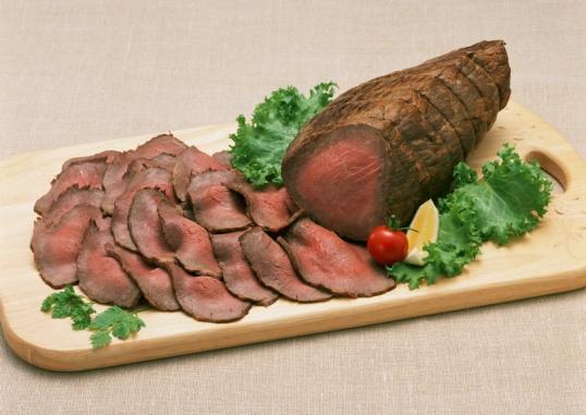 Мясо, запеченное в духовке, сможет приготовить даже начинающая хозяйка