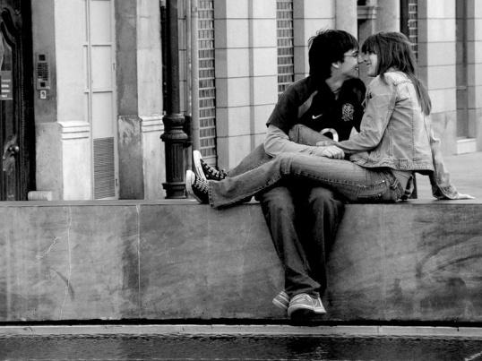 Как заставить его меня поцеловать