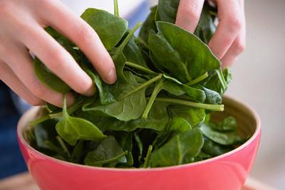 Шпинат - очень полезный продукт, богатый железом и витаминами