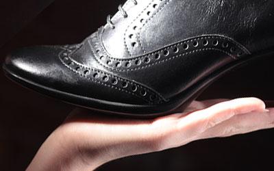 Как вывести пятно с обуви