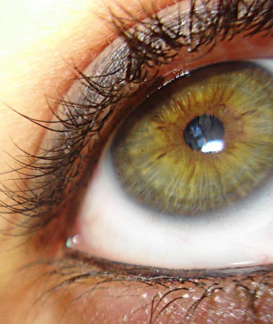 Волшебное очарование зеленых глаз можно подчеркнуть с помощью удачного макияжа