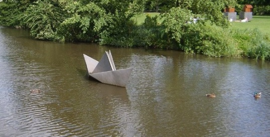 Бумажный кораблик к плаванию готов