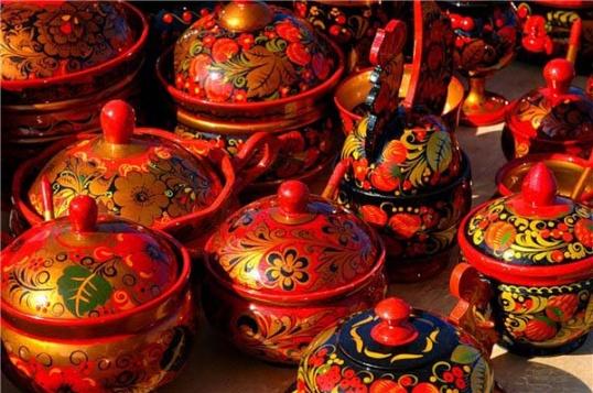 Красный, черный, золотой - основные цвета хохломской росписи
