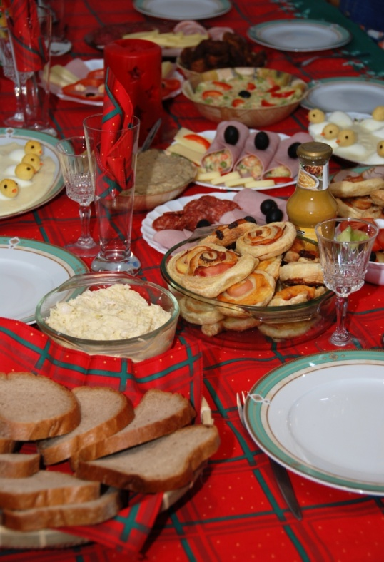 Как украсить стол на юбилей