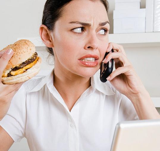 Неправильное питание вызывает горечь во рту.