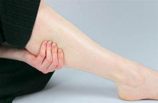 Как снять судороги ног