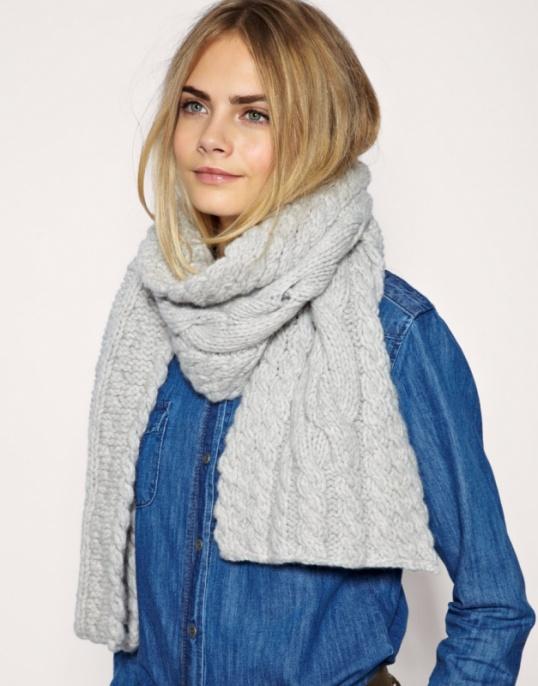 Этой зимой он присутствует буквально во всем: платья, жилеты, шарфы