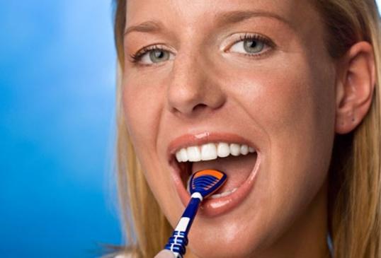 Как почистить язык от налета