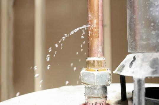 Как заделать дыру в трубе отопления