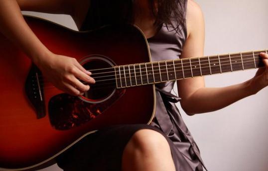 """Как играть на гитаре песню Жанны Фриске """"А на море белый песок"""""""