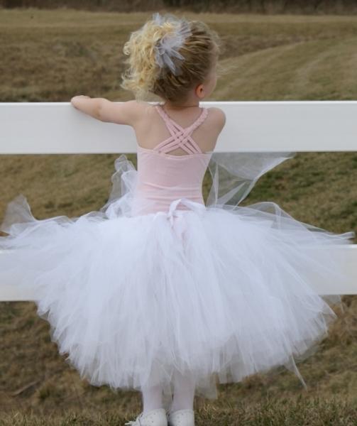 Превращение девочки в принцессу в самодельной юбке-пачке