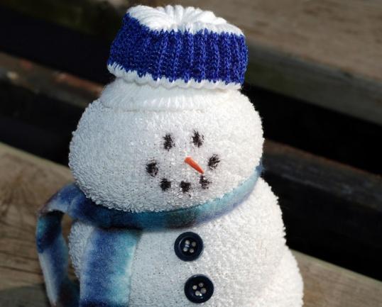 МАЛЕНЬКИЕ подарки своими руками – снеговик из ниток  Мастер-класс