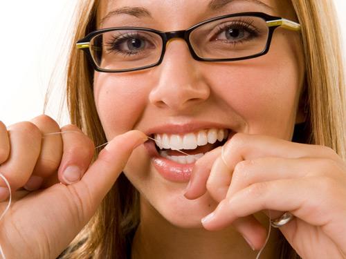 Застряла зубочистка в зубе