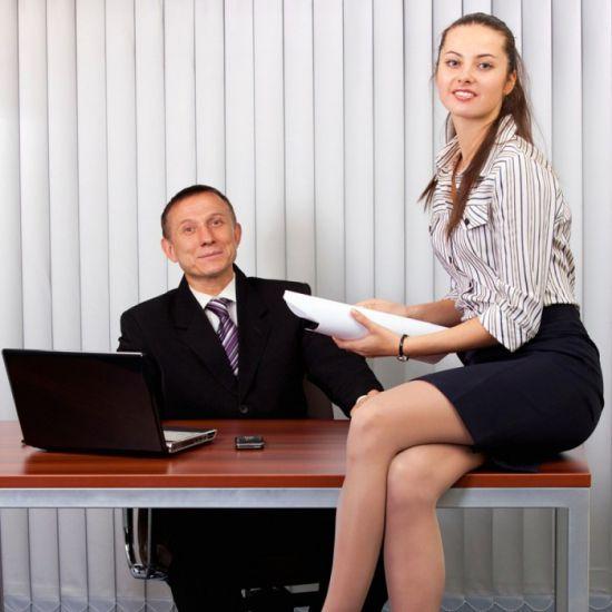 Видео секретаршу жестко трахает шеф