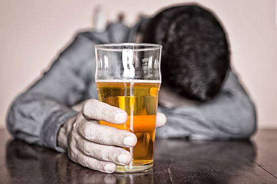 Возможно ли вылечить алкоголизм у мужчины