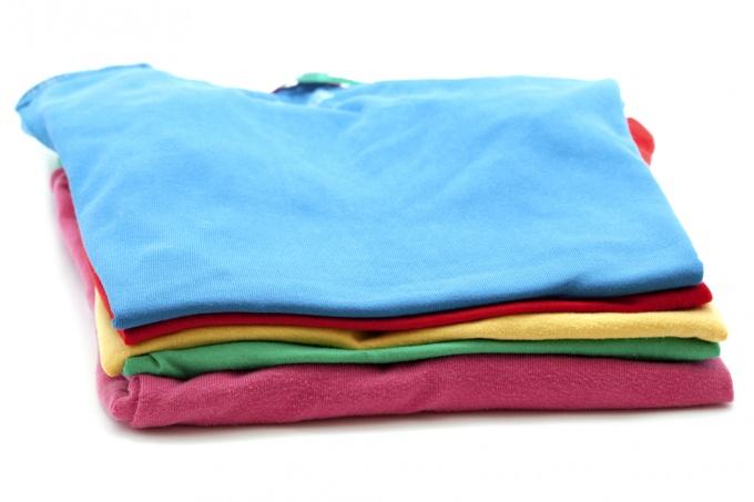 Как складывать футболку