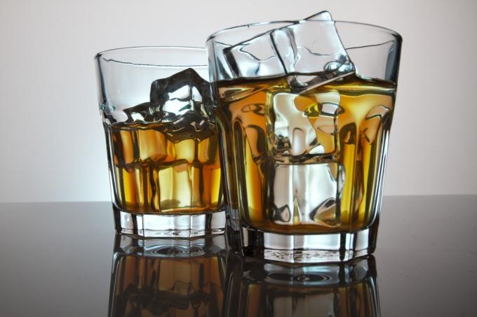 Как пить виски