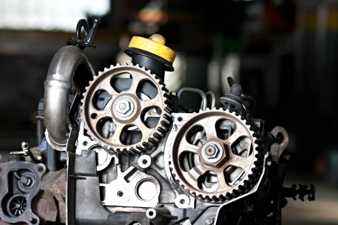 Как установить двигатель