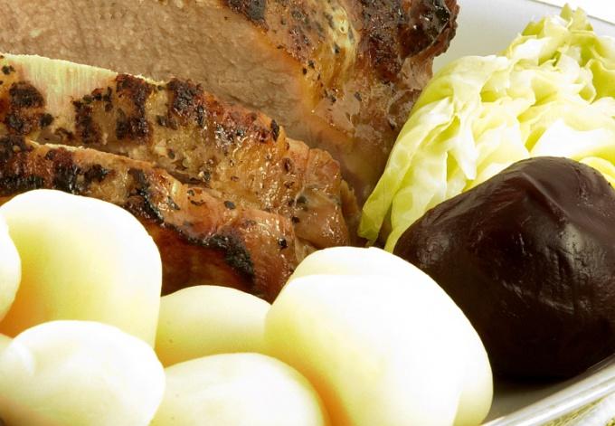 Как приготовить свиную рульку по-немецки в скороварке