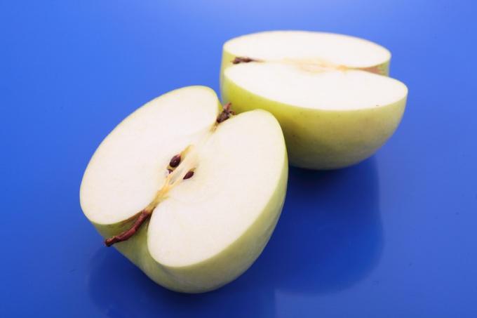 Как сделать яблочное пюре ребенку