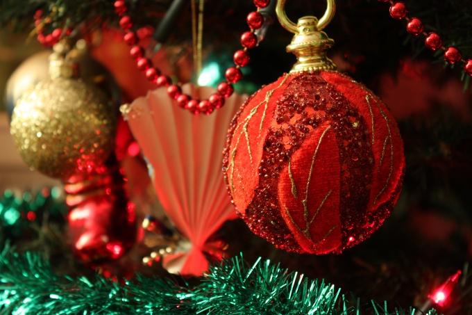 Как украсить рождественскую елку
