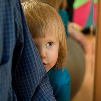 Как преодолеть застенчивость у детей