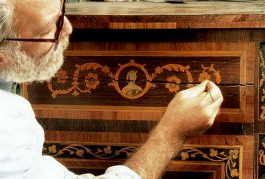Как обновить деревянную мебель