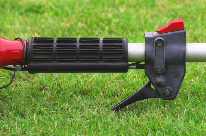 How to choose a petrol trimmer