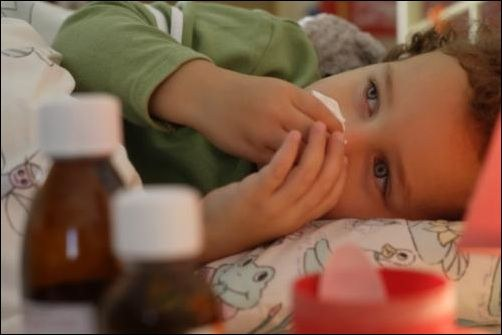 Как лечить насморк у малышей