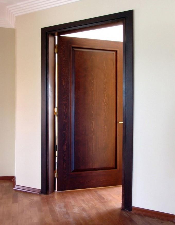 Как выбрать деревянную дверь