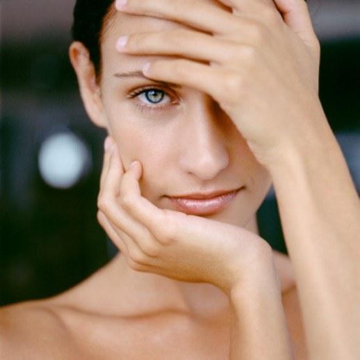 Как замаскировать синяк под глазом мешки и темные круги с помощью косметики