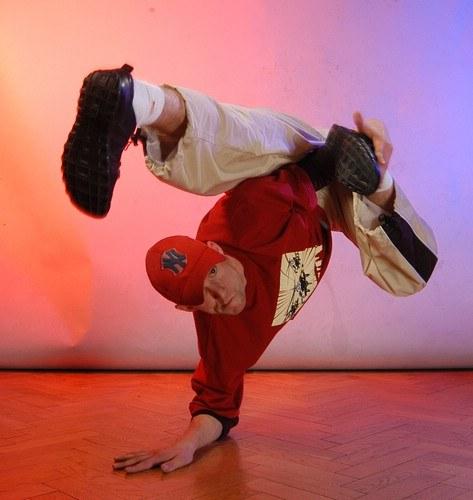Как научиться танцевать брэйк