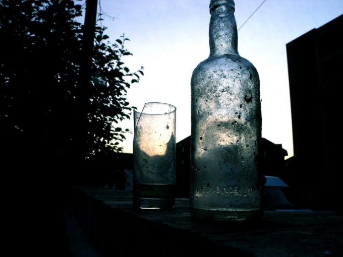 Как пробить гвоздем бутылку