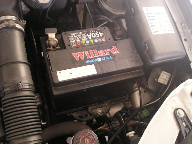 How to charge maintenance-free car battery
